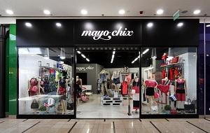 3677be24b4 A Mayo Chix Kft. 1989-ben alakult magyarországi központtal, mely a cég  fennállása óta folyamatosan bővül. Modelljeiket fiatalos, játékos dizájn  jellemzi, ...